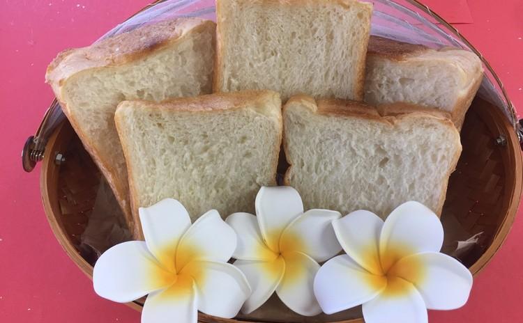 今流行りの生食パン&塩バターロールパン🍞お土産付