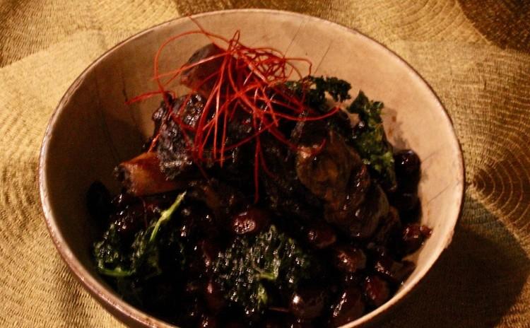 黒豆とスペアリブの真っ黒煮