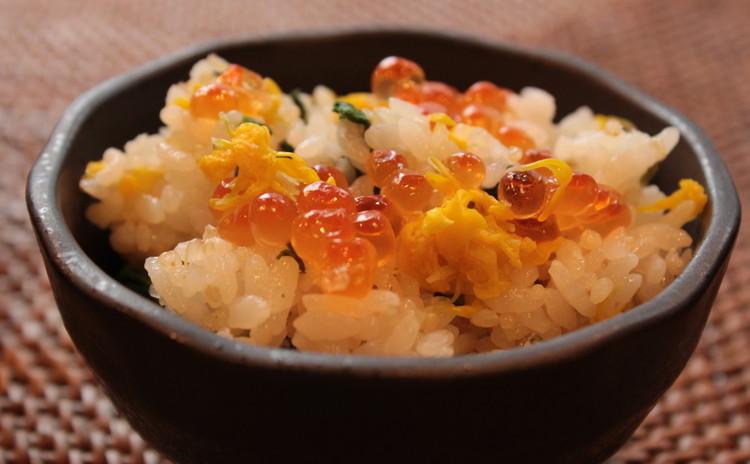 黄菊とイクラのご飯