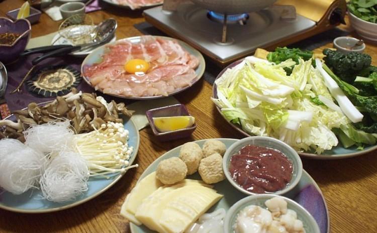 タイで人気の鍋料理「チムチュム」は、ハーブたっぷりで元気が出る鍋です!