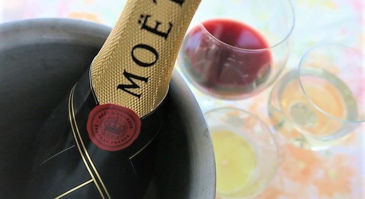 盛り上がるパーティー気分は食事に合わせたワインと共に