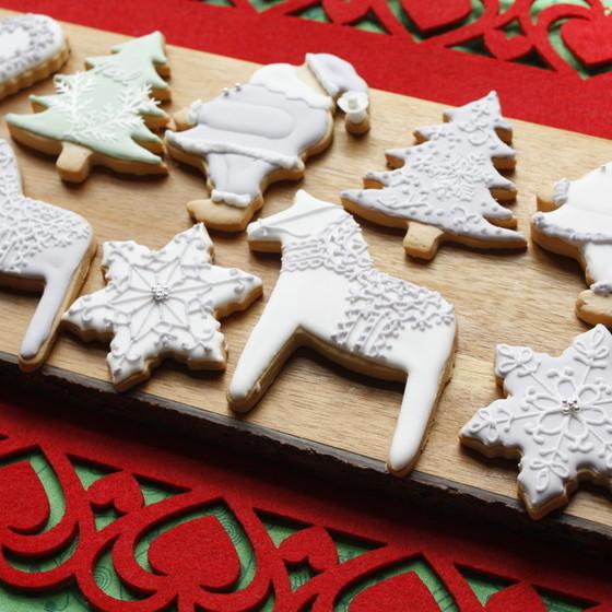 シックカラーで仕上げたアイシングクッキーで大人クリスマス♪