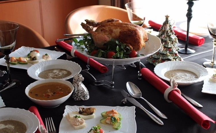 クリスマステーブル・レストラン並み鶏の丸焼き・前菜・洋風鎌倉大根スープ