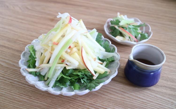 セロリ、りんご、春菊のサラダ【潤腸】