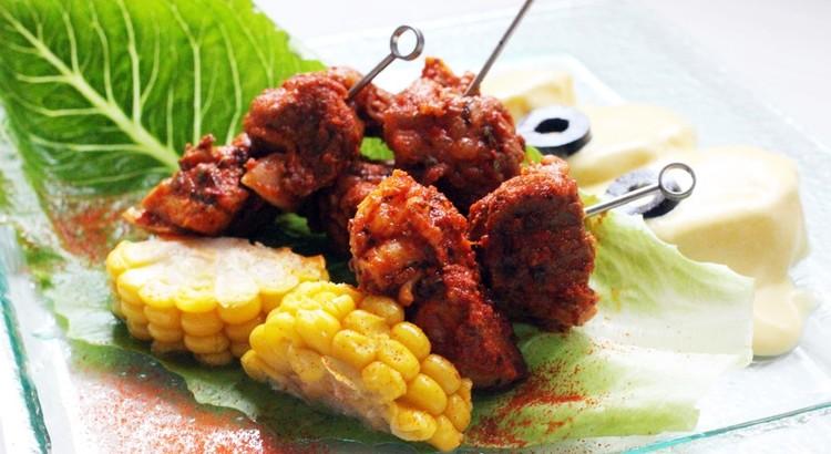 牛と鶏のアンティクーチョ~牛と鶏の串焼き
