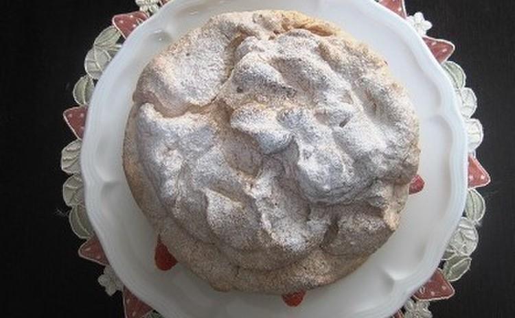 「ホワイトチョコといちごのカンパーニュ風ケーキ」17㎝丸1台