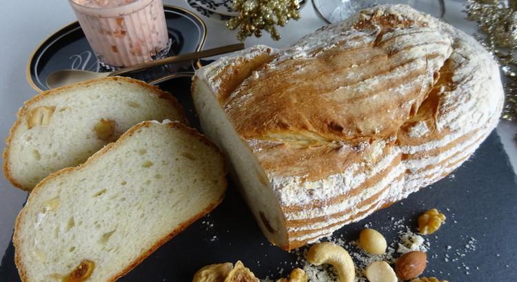 4種のナッツとフィグのカンパーニュ&パテ