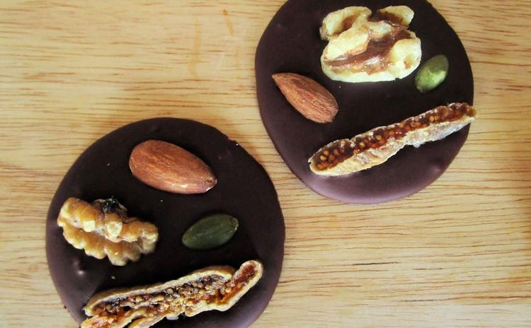 カカオニブから作る身体に優しいナッツチョコ。
