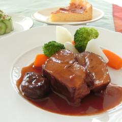 豚肉のプラム煮、カニとアボカドのガトー仕立て、タルトフロマージュ