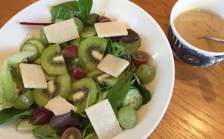 フルーツとチーズのサラダ(Hedelmä-juustosalaatti)