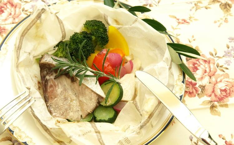 お魚と野菜の包み焼き