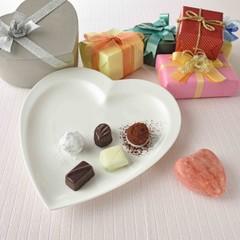 ショコラティエ気分でバレンタインに手作りチョコレートを♡