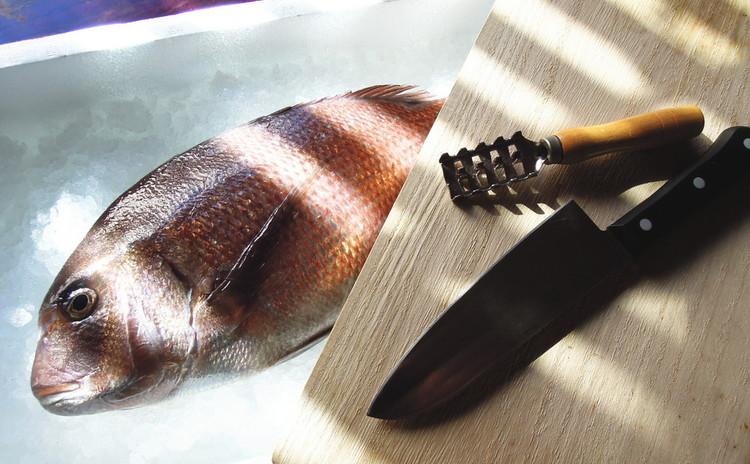 鯛(たい)一尾三枚おろし実習。魚の煮付け~刺身まで。
