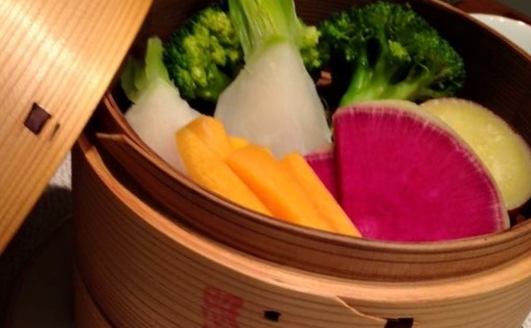 旬の温野菜と豆乳ディップ