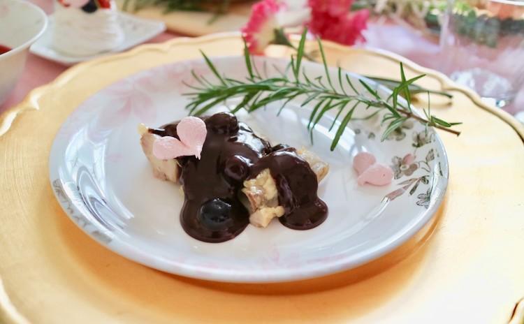 鶏のコンフィチョコレートソース