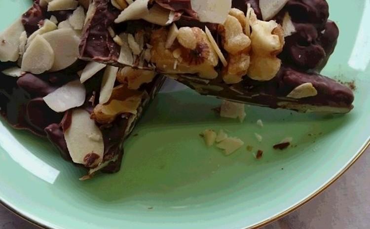 ラム酒が香るチョコ&香ばしいナッツのチョコ と「バッチ・デ・ダマ」