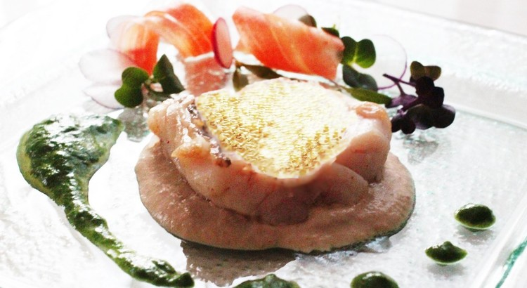 甘鯛の鱗焼き(松笠焼き)シャンピニオンソースと季節の野菜のソースと共に