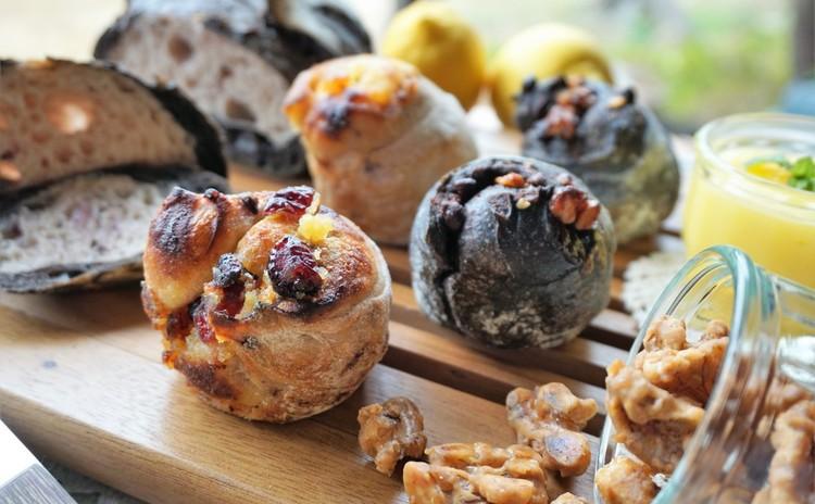 バナナ酵母&ベリー酵母で✿BK&PKのカンパーニュ*くるくるパン2種