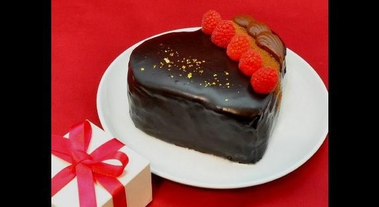 ツヤツヤグラッサージュの生チョコレートケーキ