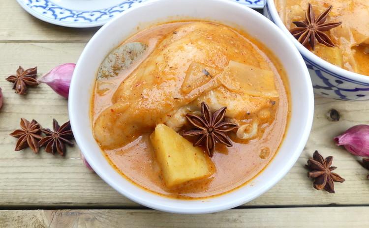 本格タイ料理!人気のマッサマンカレー