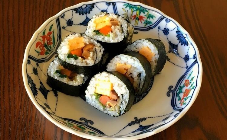 お花見に!ご馳走和食  巻き寿司と茶碗蒸し 他1品
