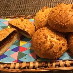 ヘルシー焼きカレーパンとデパ地下デリ風エビとブロッコリーサラダでランチ