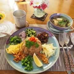 タイのご馳走!色鮮やかな混ぜご飯☆マンゴープリンは濃厚でうっとり❤