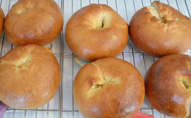 簡単!ホームベーカリーで作る・ベーグル2種・味噌マヨきのこパン
