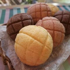 春の3色メロンパン(いちご、ココア、プレーン)