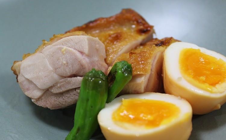 簡単!鶏ももと半熟卵の瞬間燻製