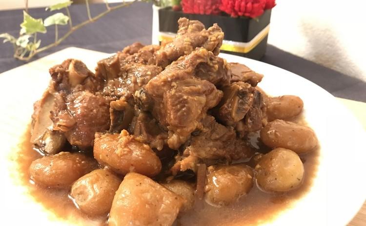 骨付き豚とこんにゃくの煮物