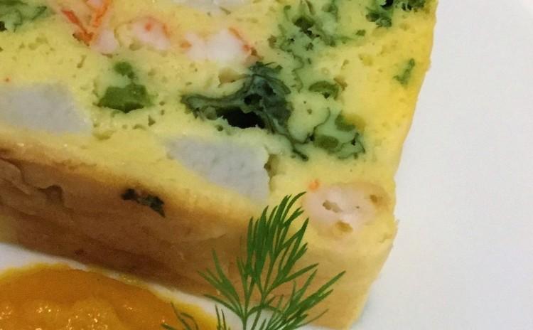 野菜とエビのケークサレ 春人参のクリームソース