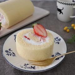 しっとり生地で作る苺のロールケーキ