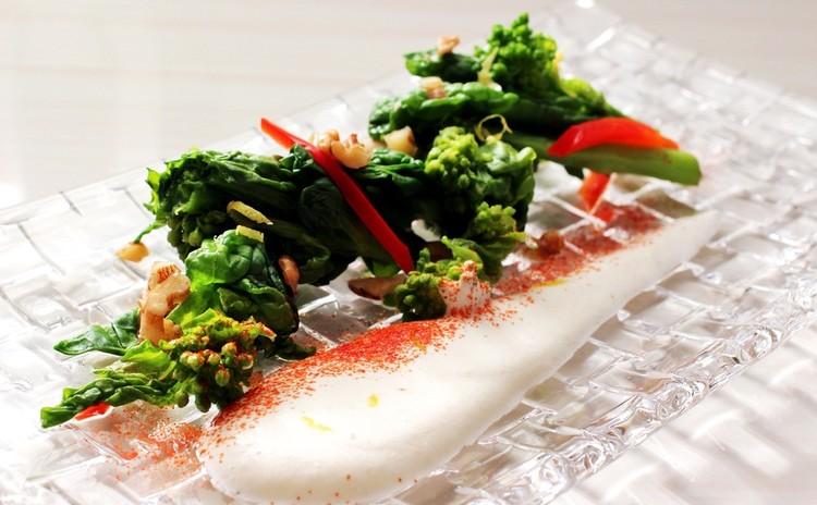 菜の花とナッツのサラダ~レモンクリームドレッシング添え