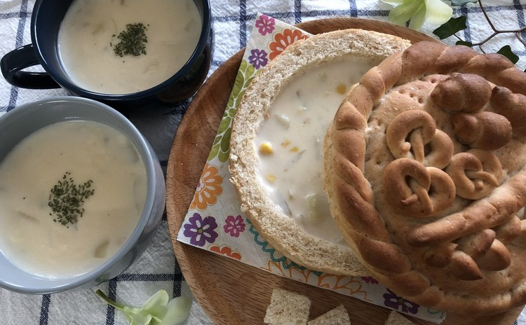 ブレッドボウル・バスケットサンド・チーズインロールパン