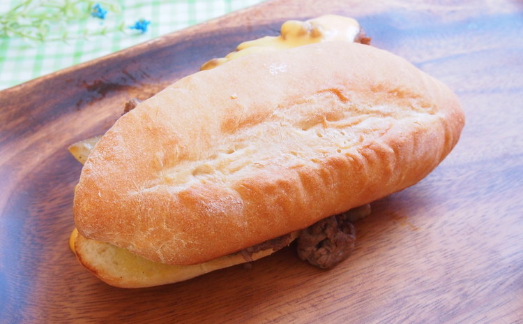 パンから作るフィリーチーズステーキ!チキンナゲット、ウェイビーフライ等