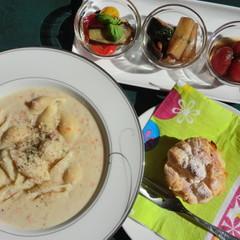 ほっこり温まるマンマの味、白いんげんのスープパスタと、マリネ。