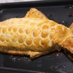 インパクト大!ご飯が入ったお魚パイととろけるチョコフォンダン