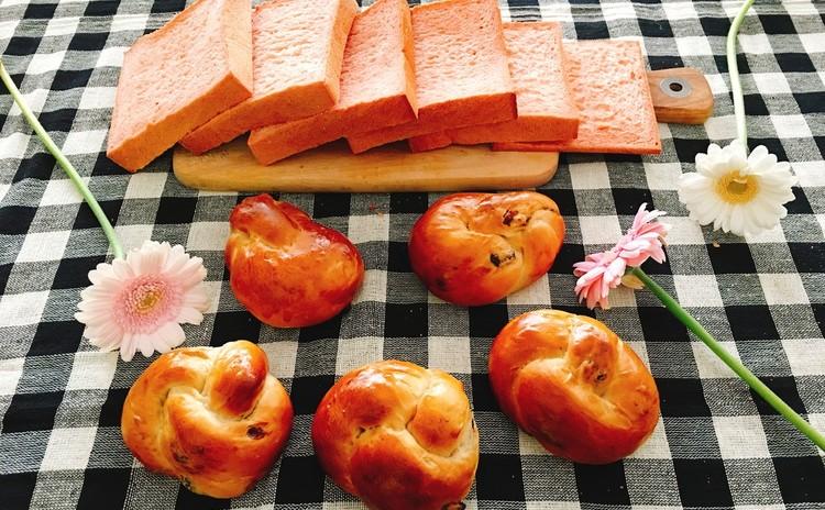 紅こうじ角食パンと黒糖レーズンパン