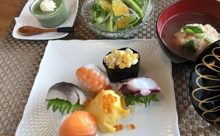 春のお祝い手毬寿司!蓮根のしんじょのお吸い物&キウイのサラダ