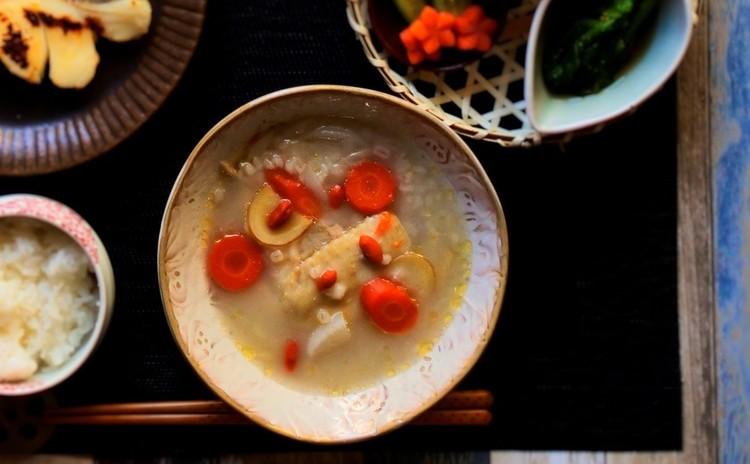 鶏手羽ともち麦のコクうまスープ