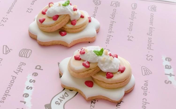 親子で楽しむストロベリーパンケーキ風アイシングクッキー