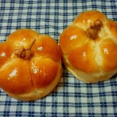 桜あん入り桜あんぱん&塩漬け桜とチーズのパン