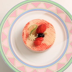 ふんわりイチゴのムース 爽やかなライムヨーグルトとともに!