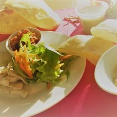 2種のピタパンサンド(バルサミコチキン&きのこクリーム)と抹茶ムース