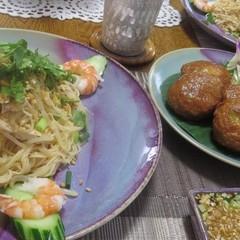 タイ風さつま揚げは、ピリ辛でハーブも入ってぷりぷりでとっても美味しい♪