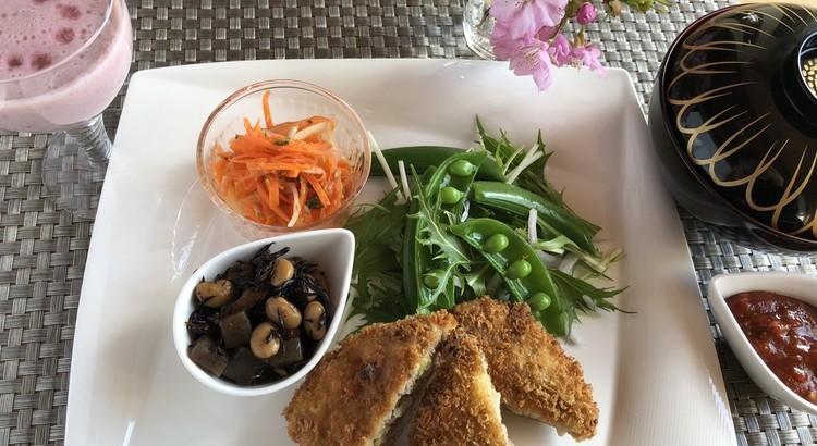 簡単春キャベツのメンチカツと重ね煮ヒジキの常備菜!豆乳イチゴゼリー