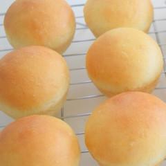 手捏ね丸パン&具沢山のミネストローネスープ