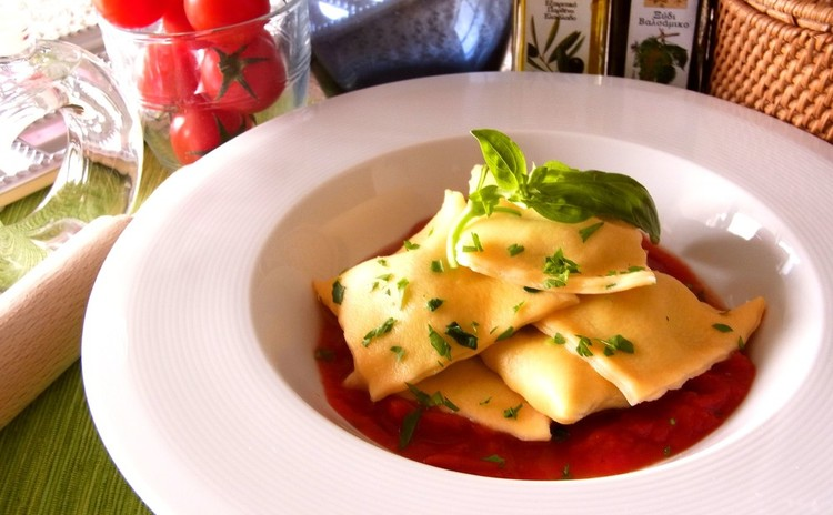 リコッタチーズとほうれん草のラビオリ トマトソース