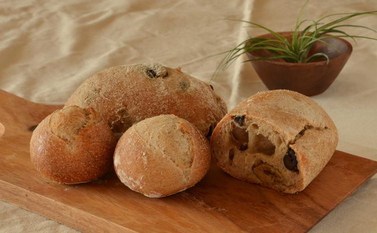 自家製レーズン酵母パン プレーン&オリーブ こだわりランチ付き